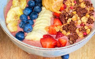 Hallon-kakao Smoothie Bowl med topping